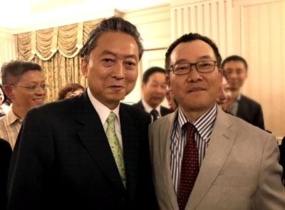 鳩山前首相との記念写真2kaok1k.jpg